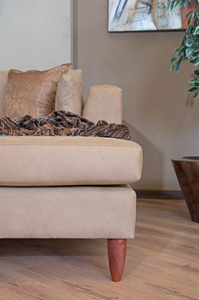 barbado-chaise-leg