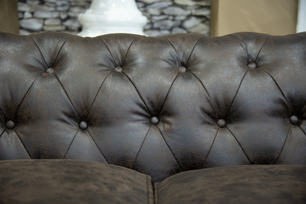 Chesterfield 2.5 Division Couch (2)