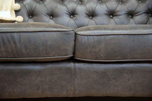 Chesterfield 2.5 Division Couch (3)